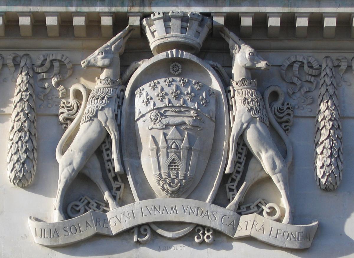 Armes de la Ville sur la façade de la Galerie des Beaux-Arts © Musée des Beaux-Arts-mairie de Bordeaux. Cliché F.Deval